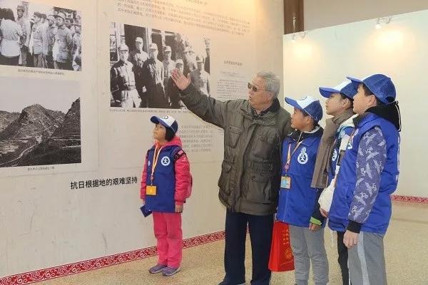 新华小记者走进山东抗日根据地历史图片展开幕式