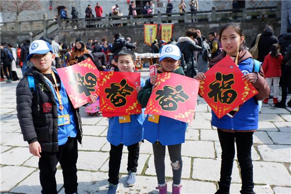 新华小记者玩转第二届年俗文化节